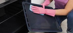 clean the oven tray